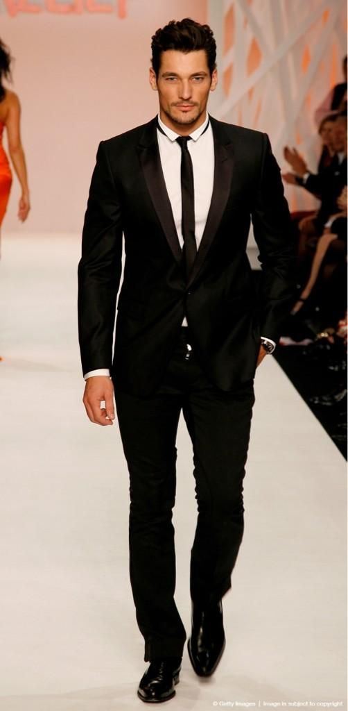 david-gandy-prezentare-moda-in-costum-negru
